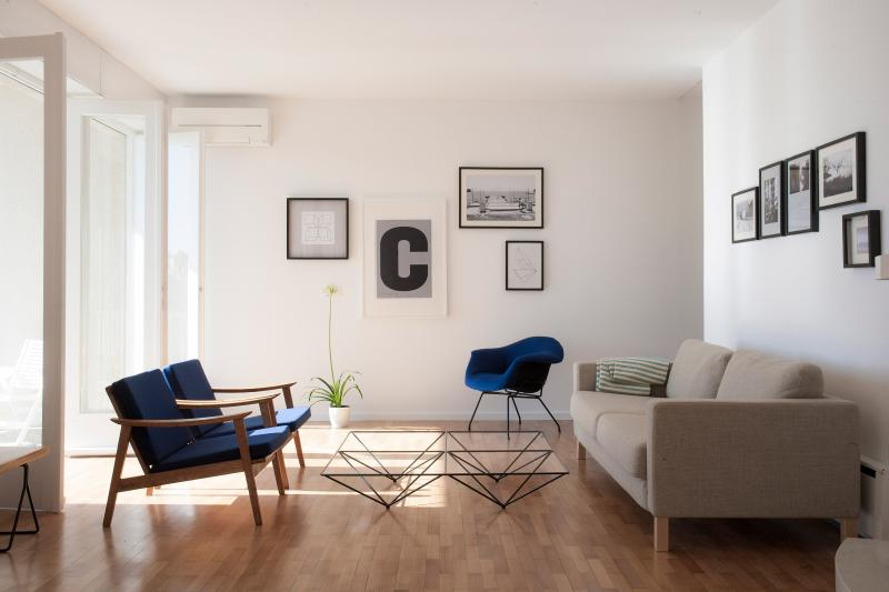 Living room with modernist furniture including Murkovi? chair and Paolo Piva Alanda table