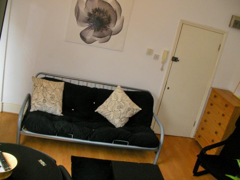 Drei-Sitzer-Sofa-Bett öffnet sich ein gutes Doppelbett in der Lounge-Bereich