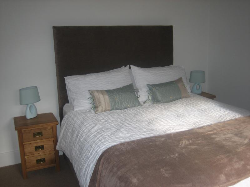 Spacious Bedroom with Kingsize Double Bed