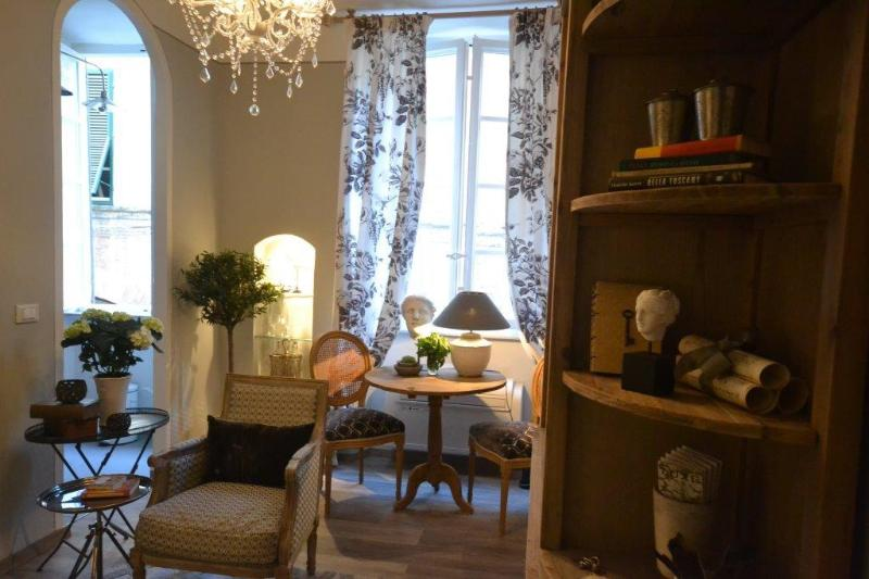 Upscale 1 Bedroom Apartment in Lucca, holiday rental in Lucca