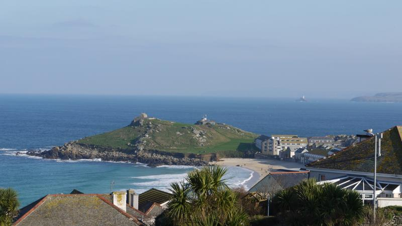 Beach Haven has sea and beach views over St Ives., holiday rental in St Ives