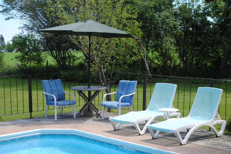 Pool Shore Waterview - Lovely Vacation Rental, PEI, holiday rental in Cornwall