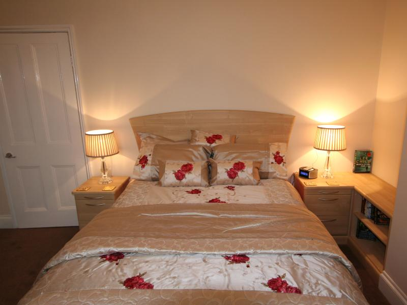 Conway Cottage self catering apartment with king size bed. Anytime Smart Self check in facility.
