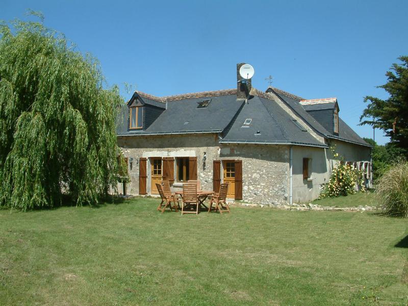 Lyx Loiredalen Gite med tre sovrum Gite med nya 9x4 uppvärmd pool - 8 bäddar plus spädbarn.
