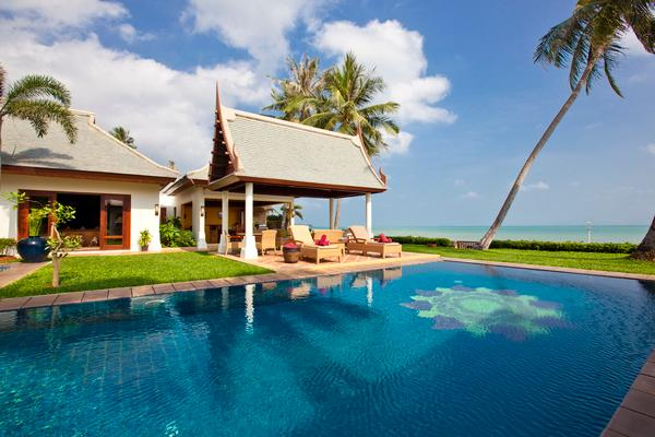 The swimming pool, sala and the ocean