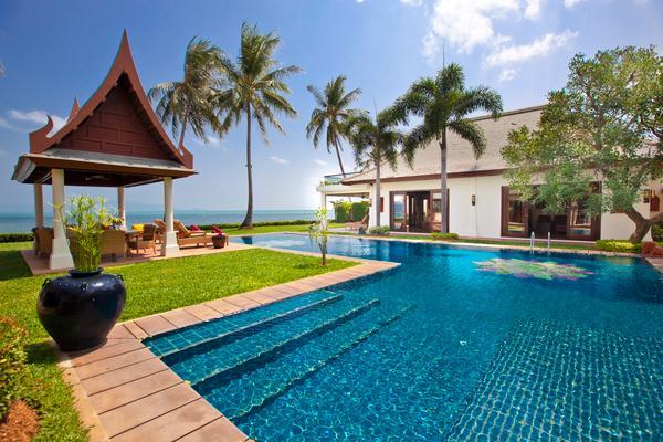Large Luxury Beachfront Villa