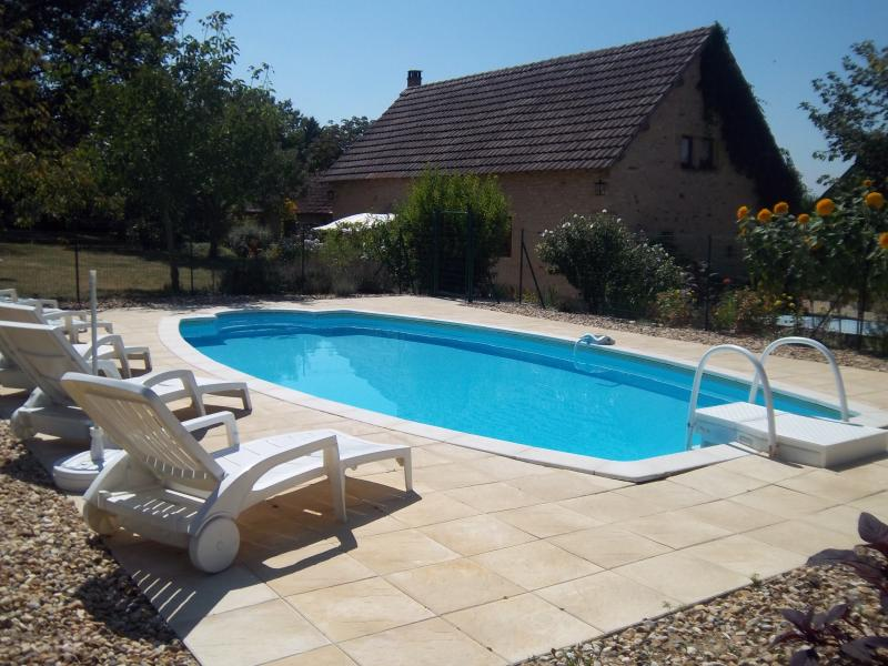Overview (gîte and pool)