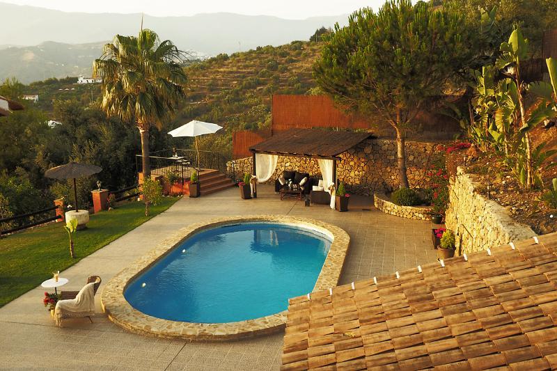 Large House with Private Pool (Villa el Pino), vacation rental in Algarrobo