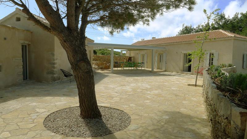Aroniadika House, location de vacances à Velanidia