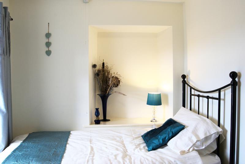 Quarto de solteiro do vidoeiro Cottage (na verdade uma cama de casal com acesso de um só lado)
