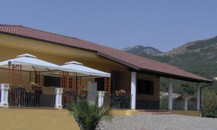 RELAX, holiday rental in Sassano