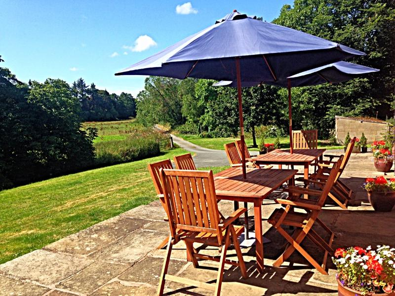 Breakfast al fresco, lunch al fresco - bbq later? Perfect for a small wedding party