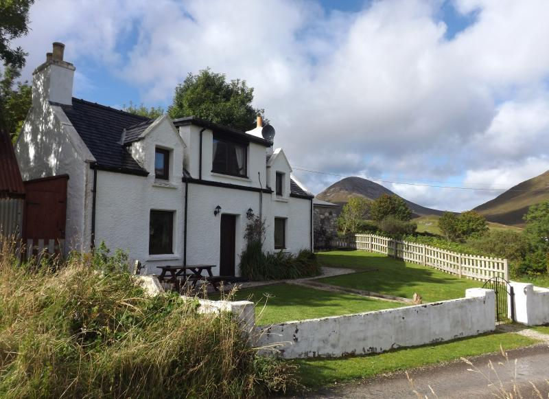 10 Torrin is a superb holiday cottage sleeping up to 8 people.