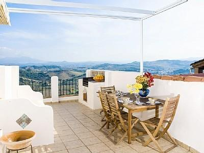 terrace with panoramic views from Giraltar to the Sierra de Libar, BBQ, moorish bench, shady awning