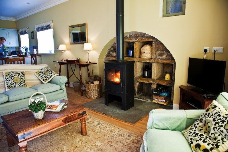 The Beehouse - Secret Rural Gem close to St Andrews golf, beaches and countryside.