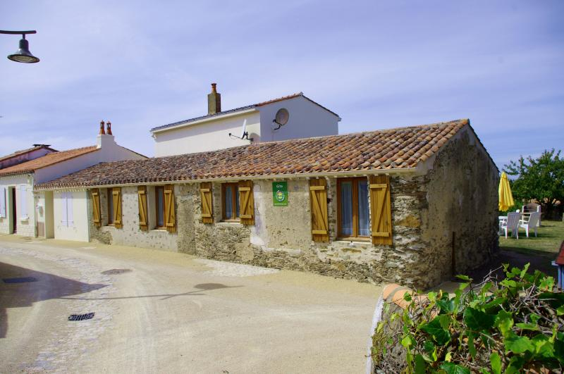 Stone Cottage, Dolphin Gîtes, Vendée, holiday rental in Saint-Reverend