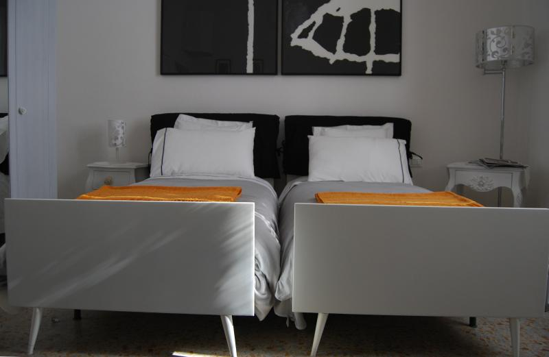 Stanza 24, your only nice and well decorated twin bedroom in Florence