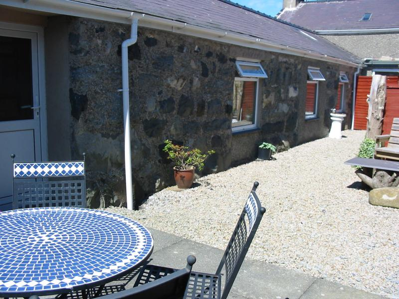 Eithin Bach Holiday Cottage is all on the one ground floor level