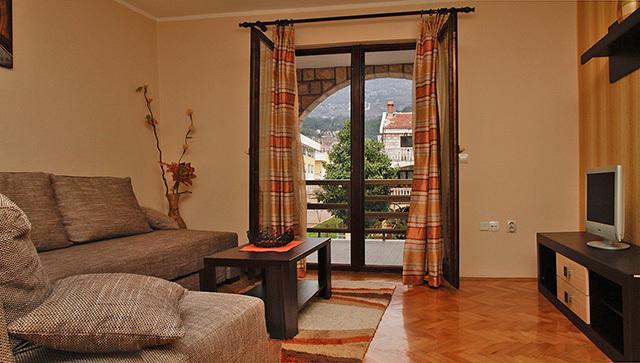 living room-terrace