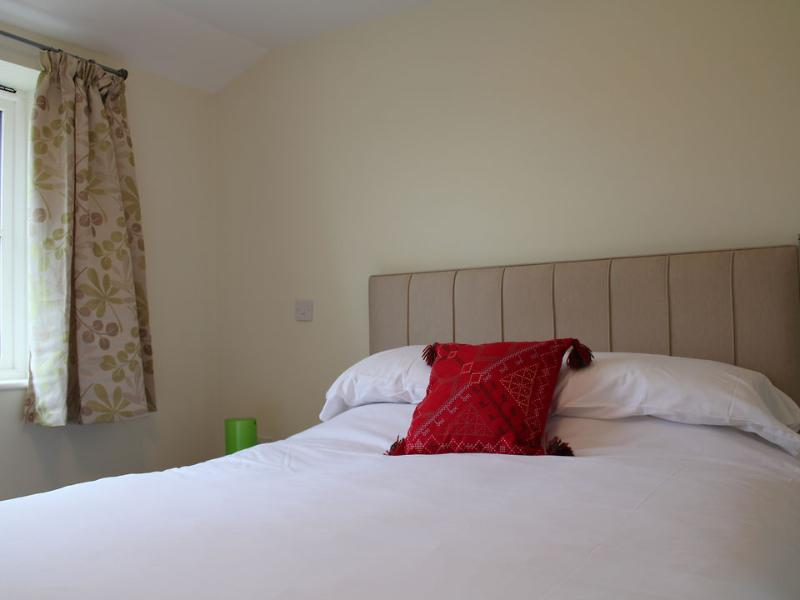 The bedroom has a 5ft double bed