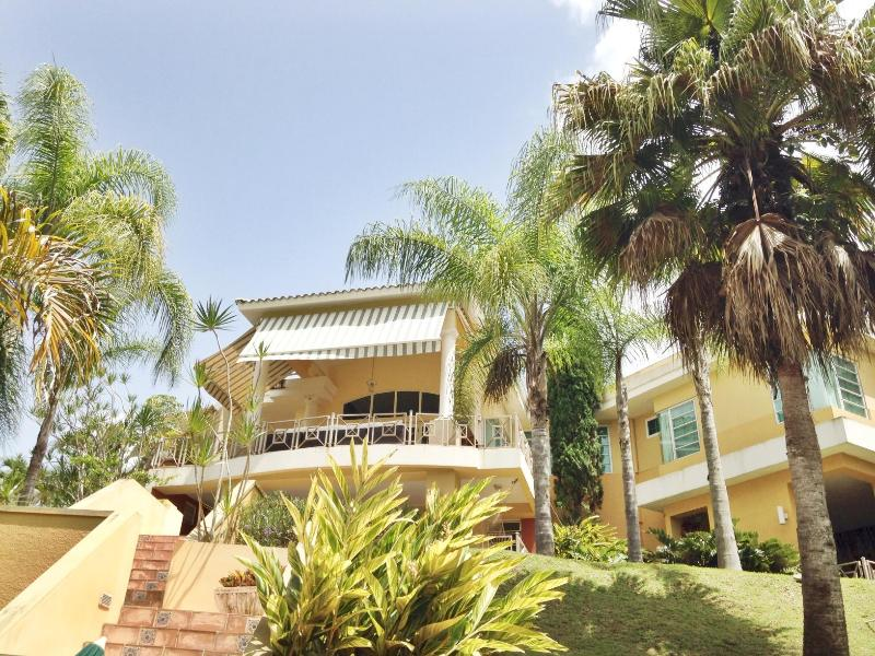 CampoVerde:Luxurious Hacienda, up to 12 | Caguas, holiday rental in Arroyo