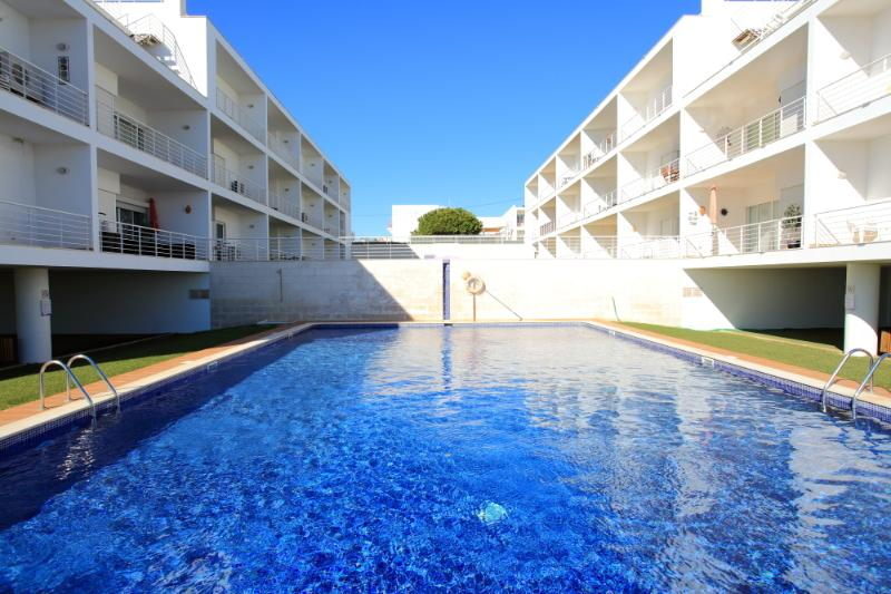 Fantastic location 2 bed apt on the Ria Formosa, holiday rental in Olhao