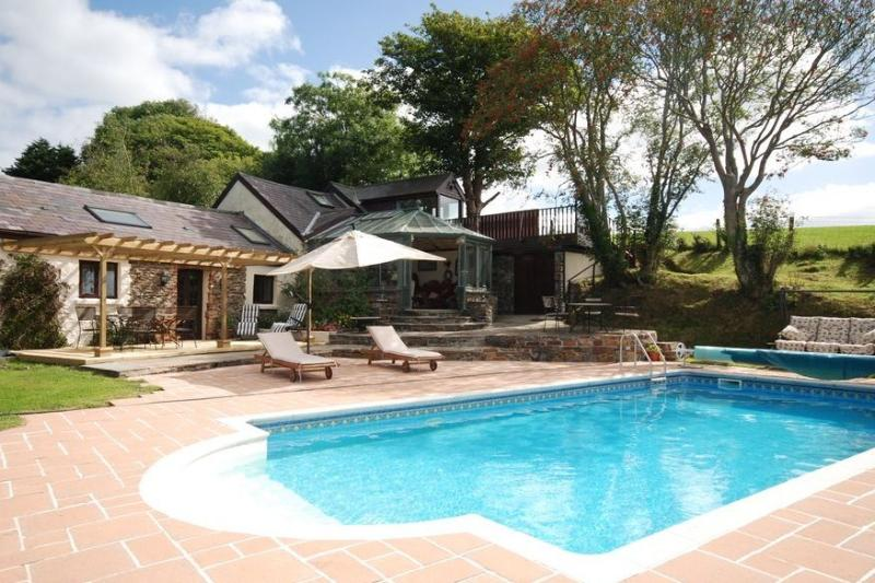 Private and exclusive Outdoor Heated Pool. Spa facilities; Own garden,Patio, decking. Stunning views