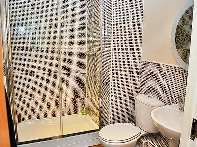 Casa de banho en-suite com cabine de duche