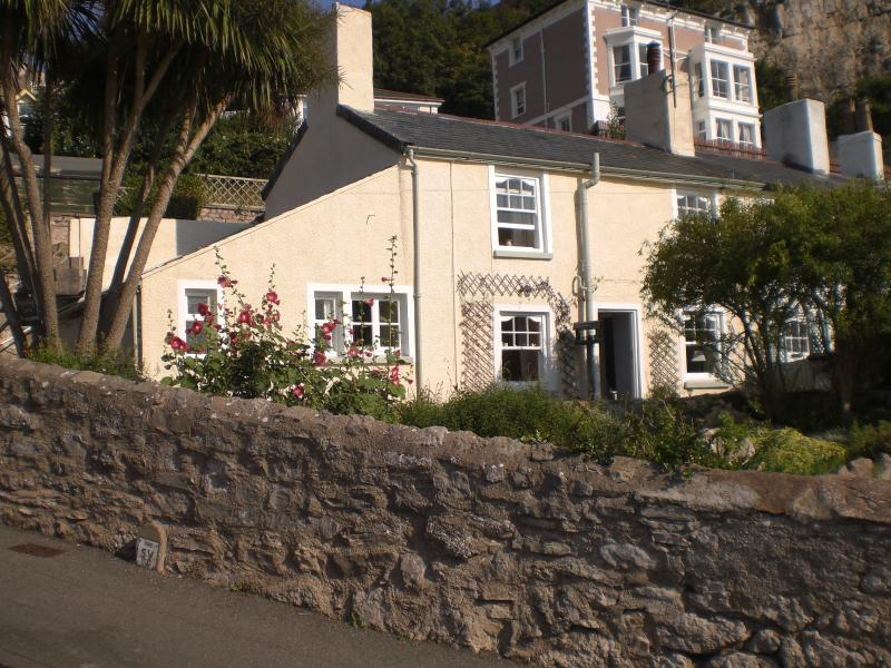 Holiday cottage with garden and parking