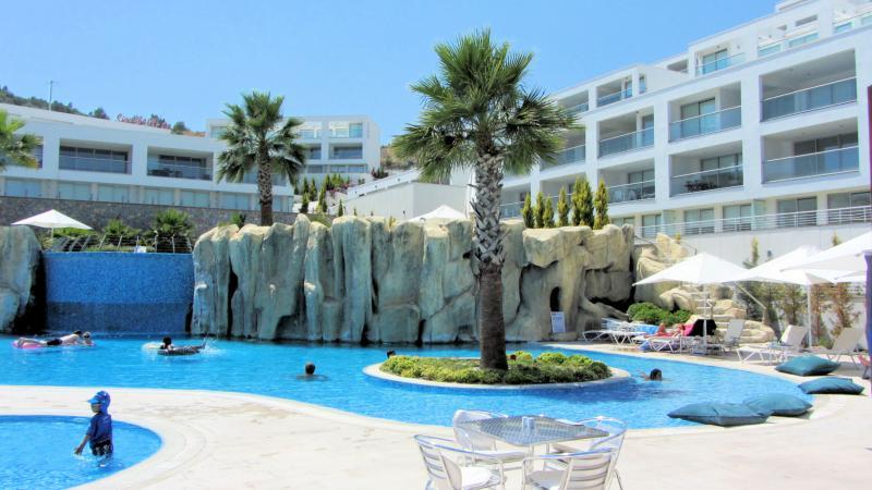 Holiday Apartment in Gulluk with Sea View., holiday rental in Kiyikislacik