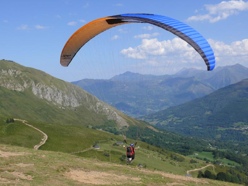 The Val d'Azun has excellent conditions for paragliding