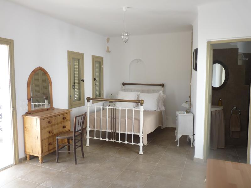Upper ground floor double bedroom & bathroom