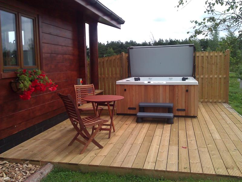 Beautiful, spacious pine lodge overlooking the lake with private hot tub. Ideal for romantic breaks.