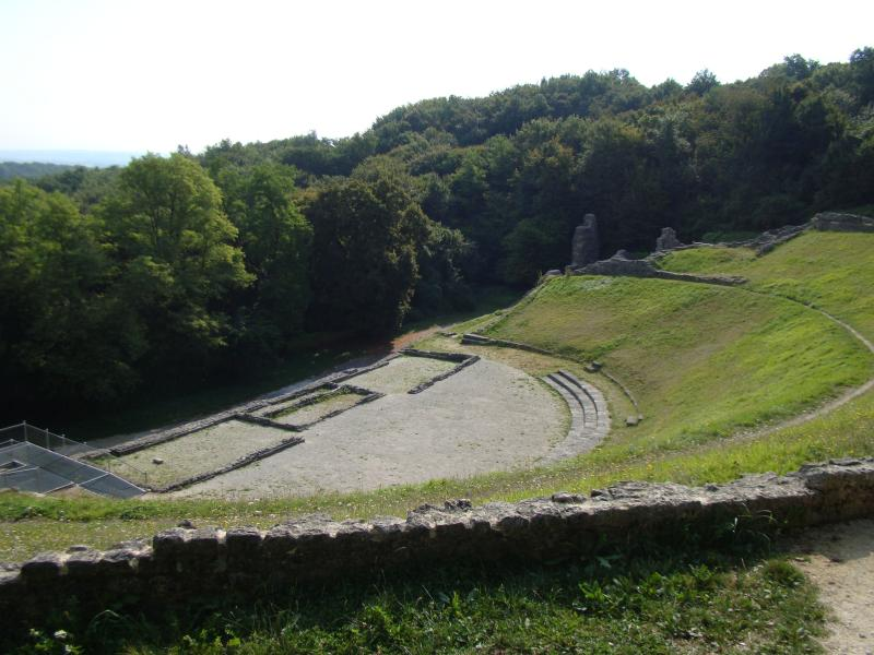 Amphitheatre 5 mins away