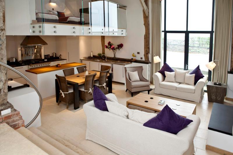 Cucina open space, Sala da pranzo e zona soggiorno