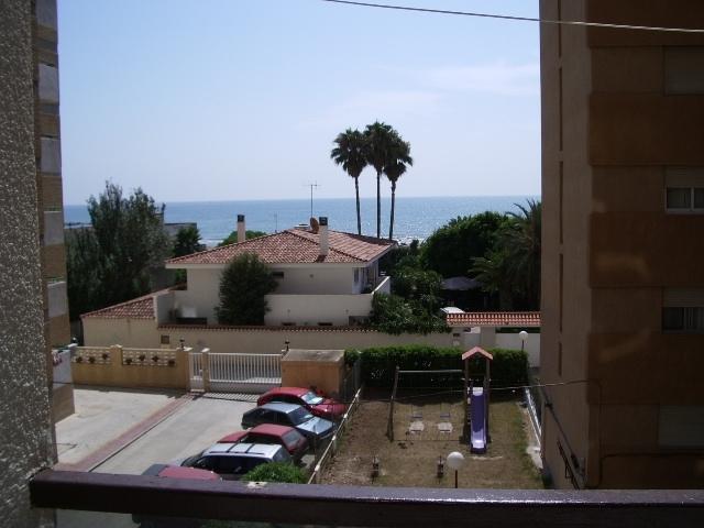 Terraço exterior de frente para o mar