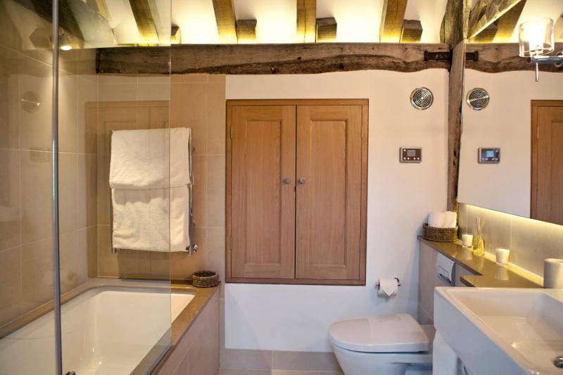 Baño para dos habitaciones