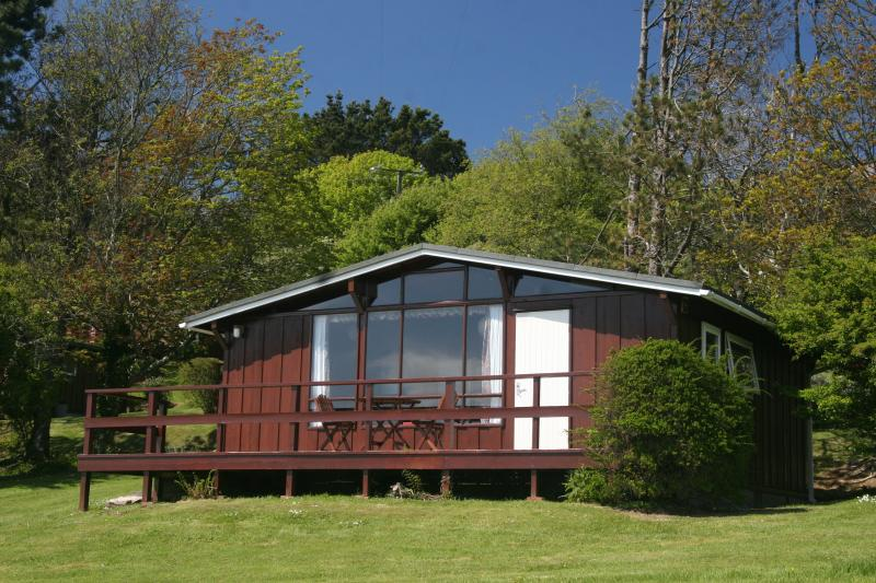 Cedarwood Lodge in the Pembrokeshire countryside, location de vacances à Keeston