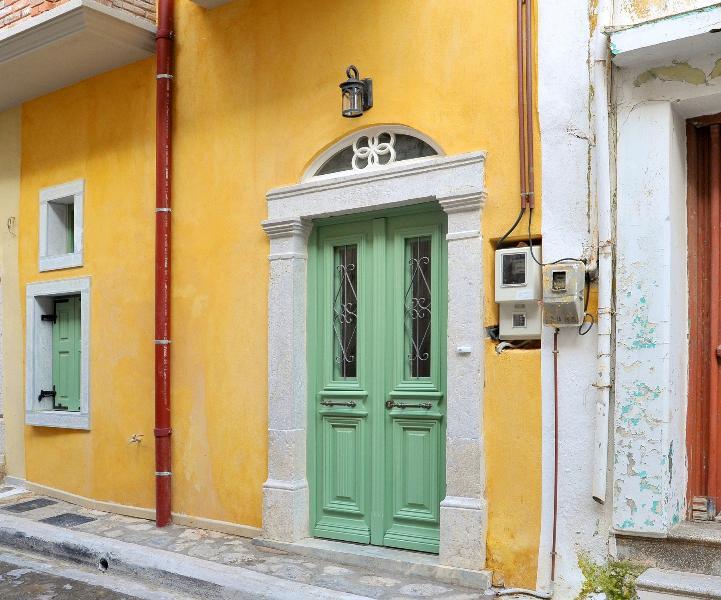 Aroudi Apartments, aluguéis de temporada em Vessa