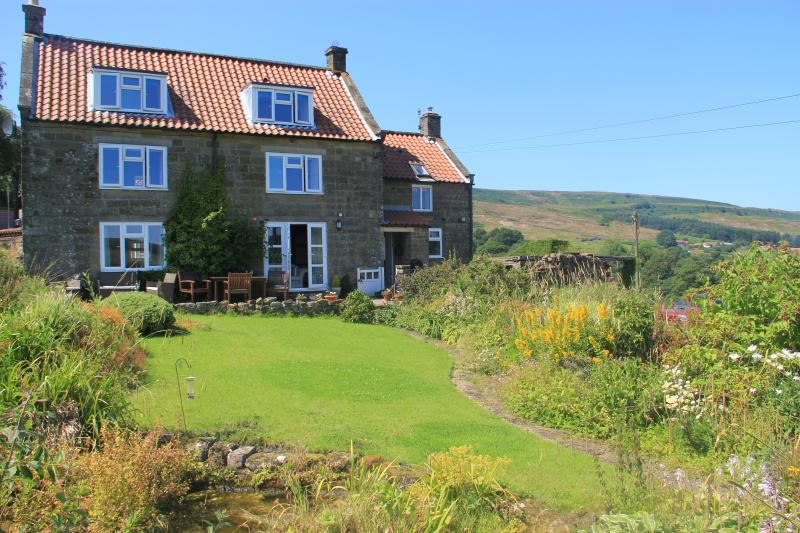 Medds Farm Holiday cottage has a large garden where you can relax