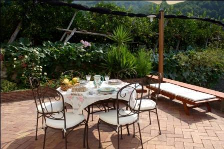 Nice outdoor dining set where you can enjoy your meal in a sunny day