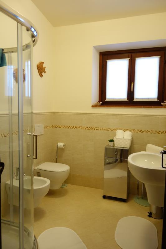 CARDELLINO - large, bright modern family bathroom