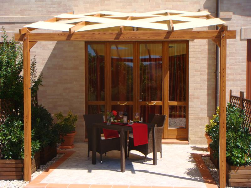 Cardellino Apartment - your own private seating area under the pergola
