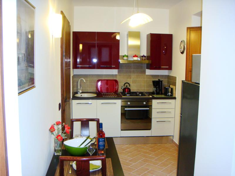 CARDELLINO - bright modern fully-equipped kitchen