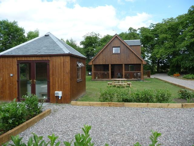 luxury detached lodge close to Stirling town center with unobstructed views towards Stirling castle