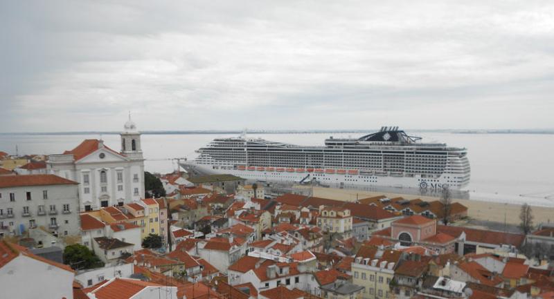 Van de Lissabon Cruise Terminal, 100m van het appartement