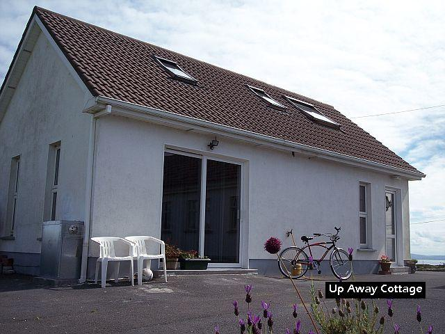 Modern, spacious, cozy cottage totally private, with splendid sea views. Bikes on request