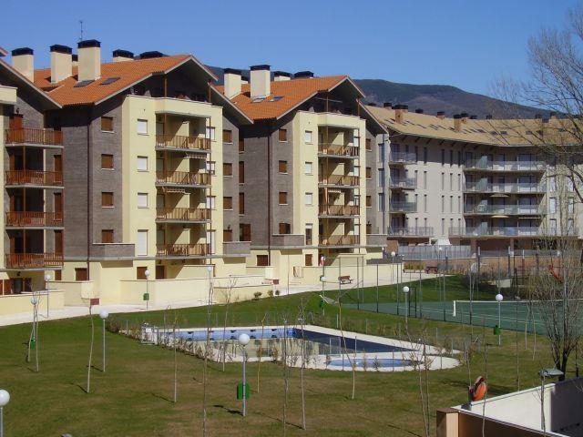 urbanization with swimming pools, tennis, table tennis, Verda area and children's playground