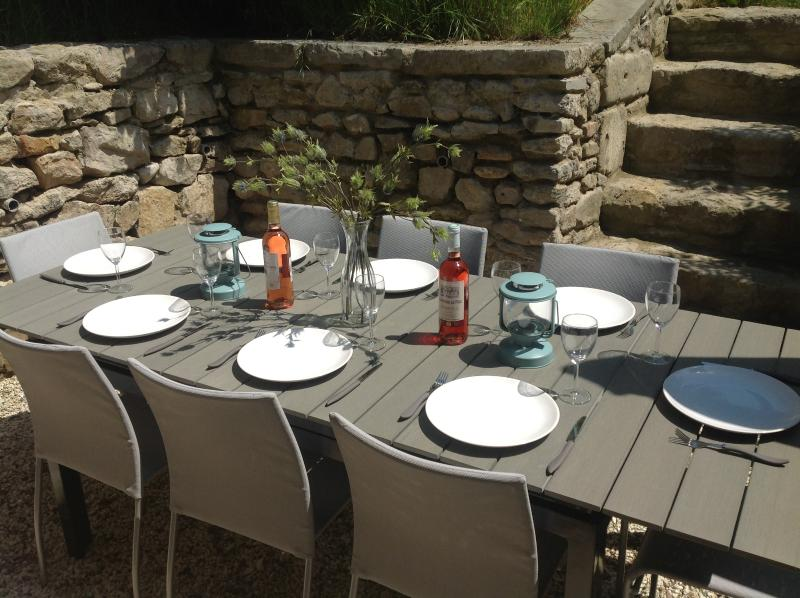 Al fresco dining in the sun.