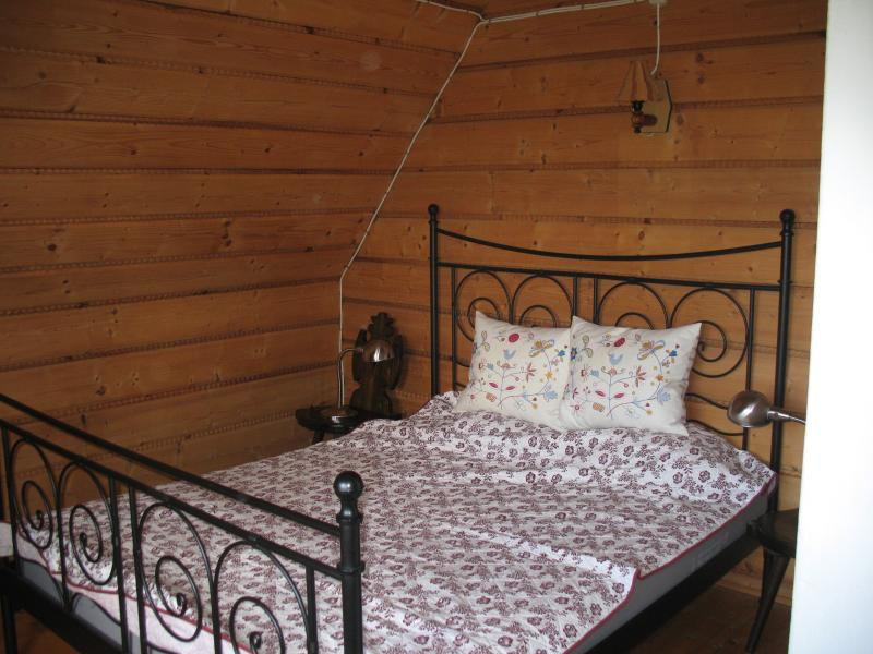 Een deel van de rug slaapkamer. Uitzicht op meer en Gorce Nationaalpark van dit bed.